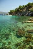 Scogliere sulla spiaggia di Mourtia sull'isola di Samos Immagine Stock