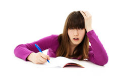 Scolara arrabbiata con le difficoltà di apprendimento Immagini Stock Libere da Diritti