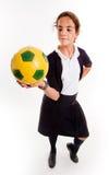 Scolara con la sfera di calcio Immagini Stock