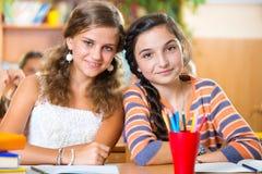 Scolari in aula alla scuola Immagine Stock Libera da Diritti