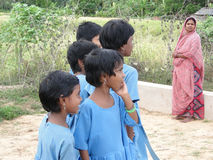 Scolari indiani curiosi Fotografie Stock Libere da Diritti