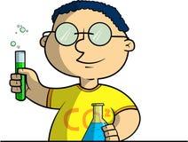 Scolaro che fa gli esperimenti chimici Fotografia Stock Libera da Diritti