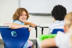 Scolaro che sorride nell'aula Fotografia Stock Libera da Diritti