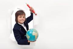 Scolaro con il grande globo della terra e della matita Fotografia Stock Libera da Diritti