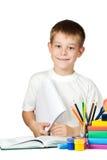 Scolaro piacevole con i libri e le matite Immagine Stock