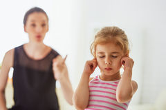 Scold. A mother scolds her child Royalty Free Stock Photos