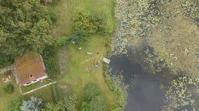 Scolo della Lettonia del fiume di Gauja nel video aereo di vista superiore 4K UHD del fuco del Mar Baltico Fotografia Stock Libera da Diritti