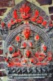Scolpendo sulla parete nel quadrato Nepal di Patan Durbar Immagini Stock