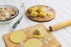 Scolpisca il concetto russo di kurniki delle torte fotografia stock libera da diritti