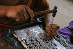 Scolpisca l'argenteria, Chiang Mai, Tailandia fotografie stock