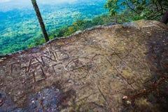 Scolpisca la scogliera di pietra di Lom Sak fotografie stock libere da diritti