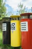 Scomparti di riciclaggio variopinti immagine stock libera da diritti
