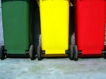 Scomparti di rifiuti per la separazione dell'immondizia fotografie stock