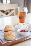 Scone που τίθεται με το τσάι Στοκ εικόνες με δικαίωμα ελεύθερης χρήσης