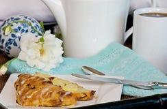 scone завтрака кровати Стоковое Изображение