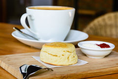 Scone with cream and strawberry jam Royalty Free Stock Images