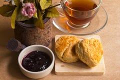 Scone en hete thee Stock Foto