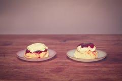 2 scones с сливк и вареньем Стоковые Изображения RF