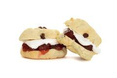 2 scones с сливк и вареньем Стоковые Изображения