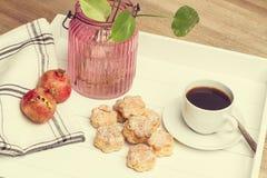 Sconeser och coffe Arkivbilder