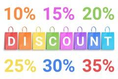 Sconti la parola scritta sui sacchetti della spesa variopinti e sui numeri di percentuale Fotografie Stock