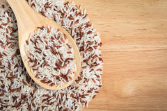 Scoop of brown rice Royalty Free Stock Images