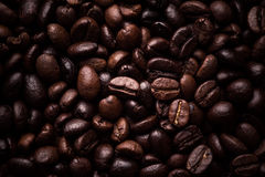 Scoop of coffee beans Royalty Free Stock Images