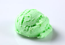 Scoop of green ice-cream Royalty Free Stock Images