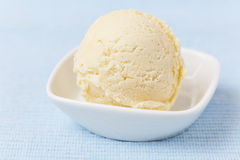 Scoop of vanilla ice cream Royalty Free Stock Photos
