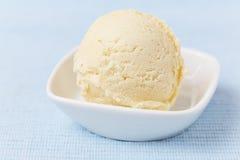 Scoop of vanilla ice cream Royalty Free Stock Photos