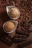 Scoops de crème glacée, de chocolat et de café  Photo stock