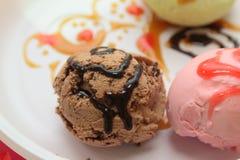 Scoops de crème glacée - saveurs assorties Image stock