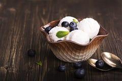Scoops faits maison de glace à la vanille Image libre de droits
