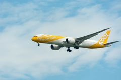 Scoot Airline Airplane Landing no International de Singapura Changi Fotografia de Stock