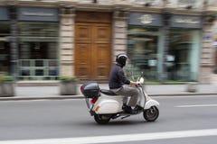 Scooter dans la ville Images libres de droits