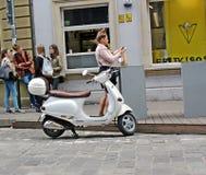 Scooter dans la ville Photo stock