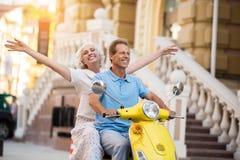 Scooter de tour d'homme et de femme Photographie stock