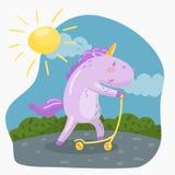 Scooter drôle mignon de coup-de-pied d'équitation de licorne dans le vecteur de jour de sumer illustration libre de droits