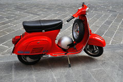 Scooter et3 italien iconique du primavera 125 de Vespa Photo stock