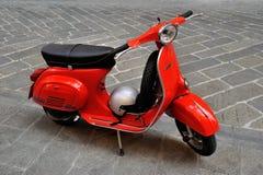 Scooter et3 italien iconique du primavera 125 de Vespa Images libres de droits