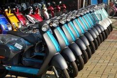 Scooters électriques tous neufs Image libre de droits