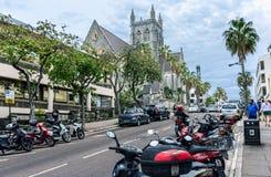 Scooters par la cathédrale Image stock