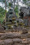 Scoperto nel mezzo della giungla cambogiana il complesso di Angkor immagini stock