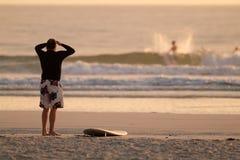 Scoping die Wellen. Lizenzfreies Stockbild