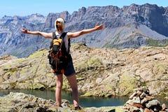 Scopo di raggiungimento della donna di successo alla sommità a Chamonix-Mont-Blanc immagine stock libera da diritti