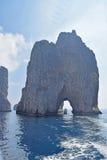Scopoloen Faraglioni vaggar, Capri, Italien Royaltyfri Fotografi