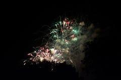 Scoppio dei fuochi d'artificio fotografie stock libere da diritti