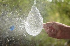 Scoppio del pallone di acqua fotografia stock libera da diritti