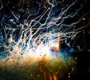 Scoppio dual core di cambiamento continuo del plasma della saldatura di TIG di energia, di luce, di fumo, delle scintille e della fotografia stock