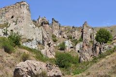 Scopra la città della caverna di Khndzoresk in Armenia fotografie stock libere da diritti